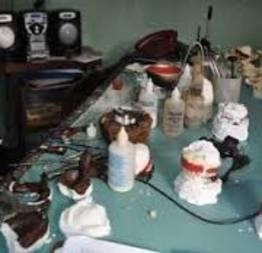 Laboratórios interditados pela vigilância sanitária