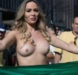 Fotos da Ju Isen pelada no protesto em SP