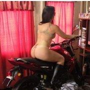 Vizinha gostosa peladinha na moto