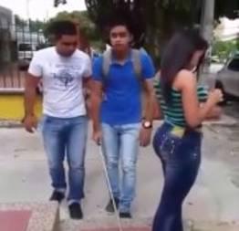 Como pegar na bunda de uma novinha gostosa na rua