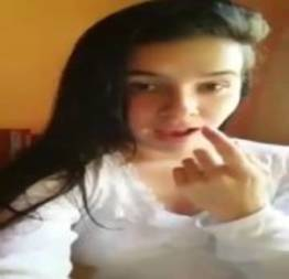 Ninfetinha linda se mostrando na webcam