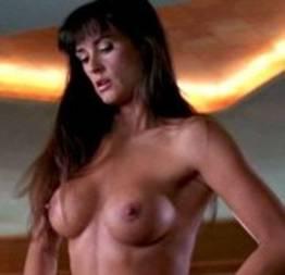 Demi Moore pelada em filme Striptease