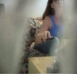 Câmera escondida para ver o que irmã faz quando esta sozinha