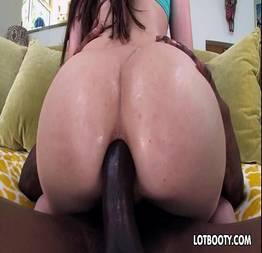 Sexo interracial anal com a morena bunduda