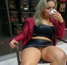 Paulista gostosa provocando o marido na loja de conveniência | xvideosxcontos