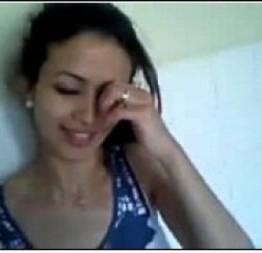 Linda novinha agradando seu namorado virtual no whats