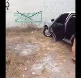 Bem gostosa no carro putando