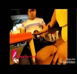 Corno saiu pra ir no banheiro ela punhentou o amigo dele no bar