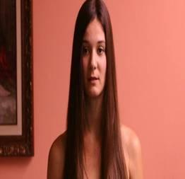 Flávia lorenzi mostrando os peitos no filme falsa loira