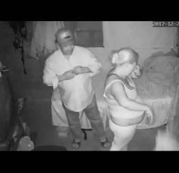 Marido revê câmera de segurança e flagra traição