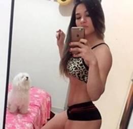 Novinha safadinha convidou seus amigos para uma suruba deliciosa vazou no whatsapp