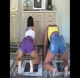 Novinhas rebolando funk