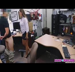 Surpreendeu secretaria mostrando a pica o que sera que ela fez?