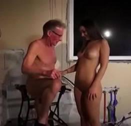 Velho rico fodendo a vizinha interesseira