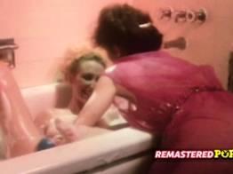 Banho na amiga lésbica