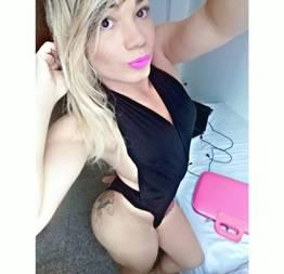 Bruninha travesti novinha danada mamando o sortudo no motel