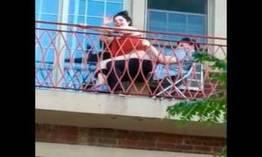 Casal fazendo putaria na varanda de casa