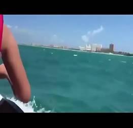 Comendo a gata no mar no jet sky