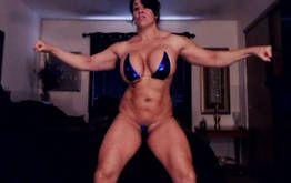 Coroa Gostosa e musculosa se exibindo na Webcam