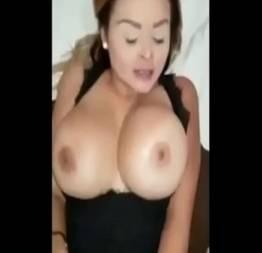 Esposa assustada com o tamanho da pica do comedor no motel