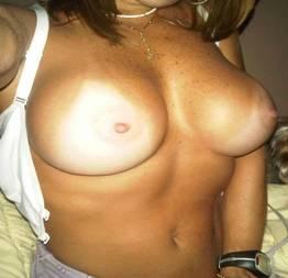 Karina danada caiu na net com os peitos durinhos de tesão