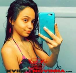 Ninfetinha sapeca mandou fotos amadoras do seu peitinhos pro grupo de putaria