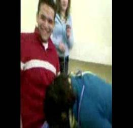 Novinha pagando boquete na sala depois da aula de enfermagem