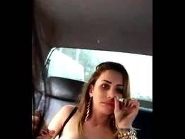 Puta fumando mostrando os peitos - Xvideos