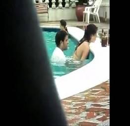 Quis foder a esposa na piscina do hotel e acabou caindo na net