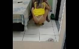 Raquel esposa gostosona fez um vídeo pornô caseiro liberando seu cu apertado