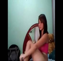 Video porno novinha é interrompida pela Mãe enquanto grava vídeo