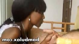 Africana faz um genial boquete