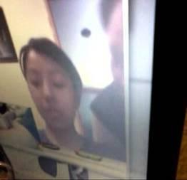 Garota fica feliz ao ver uma pica pela webcam