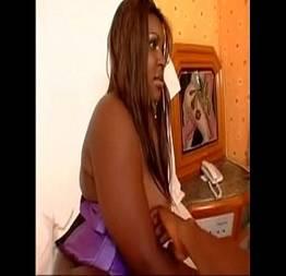 Gordinha com a bunda gigante liberando um sexo anal - Videos Caseiros Gratis