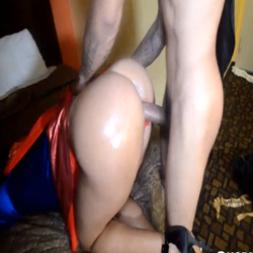 Minha esposa fantasiada de super Girl tomando no cu