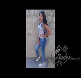 Novinha Camila provocando todos seus colegas nesse vídeo que ela fez