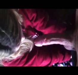 Novinha loirinha adora mamar a piroca do namorado dotado - Pimbada