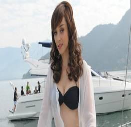 Simone spoladore mostrando a buceta e fazendo sexo no filme desmundo