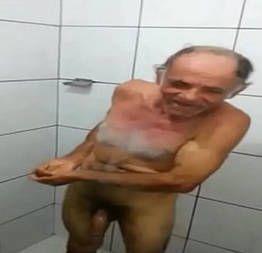 Velho tarado chupando os peitos da neta virgem caiu na net - Caiu na net