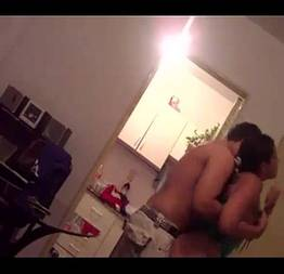 Filmou escondido sexo com a amiga da irmã em casa