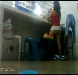 Flagra de sexo da funcionária com seu gerente