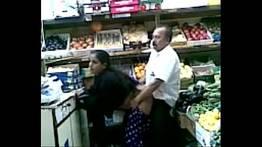 Funcionarios do supermercado fazendo sexo na hora enquanto trabalha