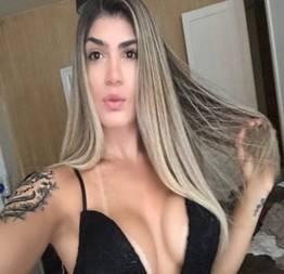 Nicole trans loira maravilhosa provocou e levou rola do dotado