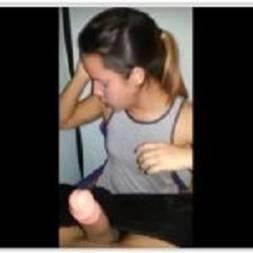 Novinha virgem aliviando namorado em boquete