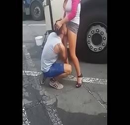Sacana de um caminhoneiro com uma puta de br