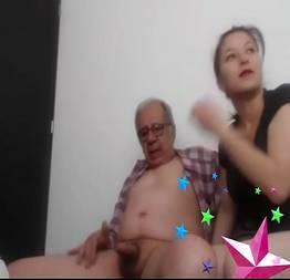 Senhor de 83 anos filma sexo com sua empregada safada