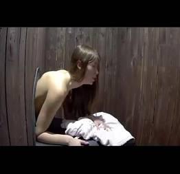 Sexo bizarro com uma magrinha