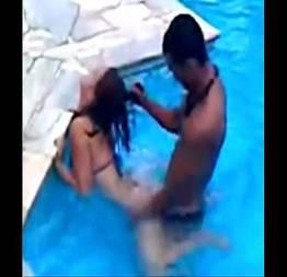 Comeu a novinha na piscina e terminou o serviço no chuveiro