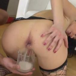 Encheu o cu de porra colocou no copo e ela bebeu