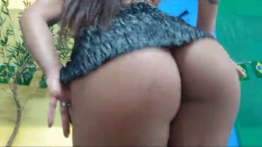 Goze muito com o vídeo da morena brasileira dançando funk ao vivo mostrando sua bucetinha